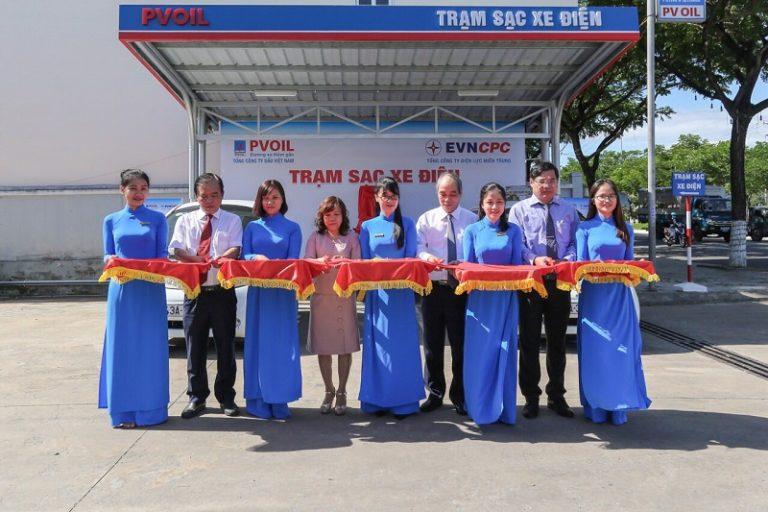 Lần đầu tiên ở Việt Nam – PVOIL khánh thành trạm sạc xe điện tại cửa hàng xăng dầu